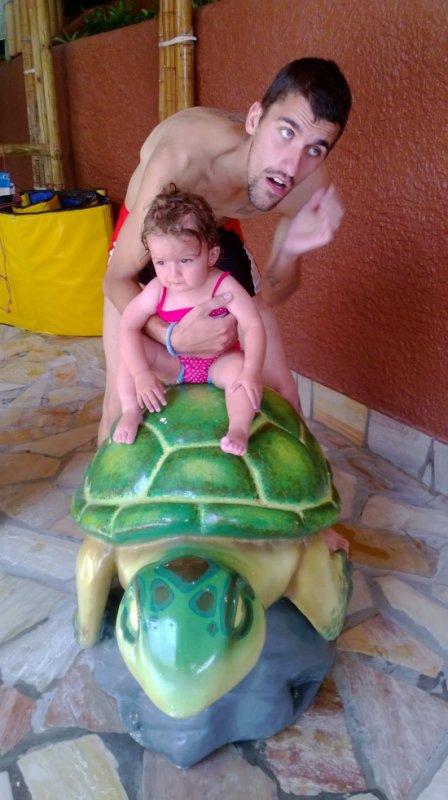 ma fille sur un tortue