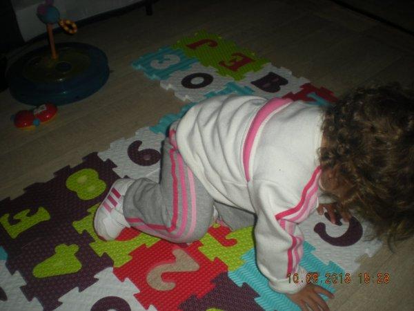ma fille ki voyage sur son tapis