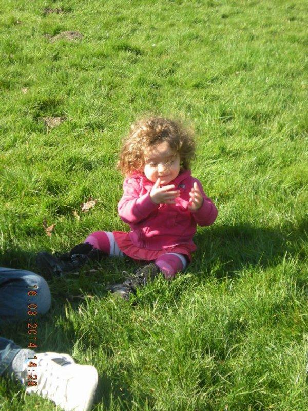 ma petite pûce dans l herbe
