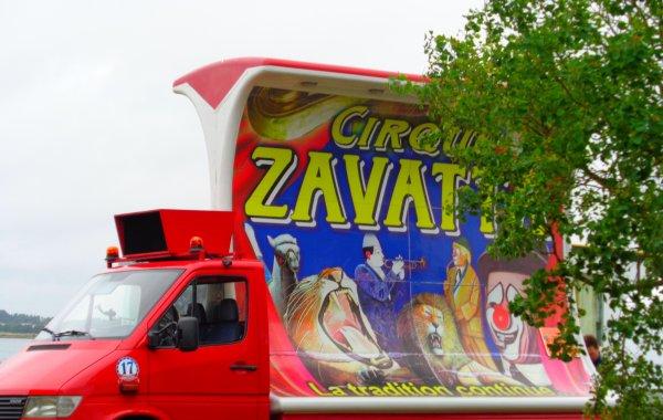 REPORTAGE SUR LE CIRQUE CLAUDIO ZAVATTA AUX SABLES D'OLONNE ... LE SERVICE PUBLICITE