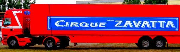 REPORTAGE SUR LE CIRQUE CLAUDIO ZAVATTA AUX SABLES D'OLONNE ... LES CONVOIS