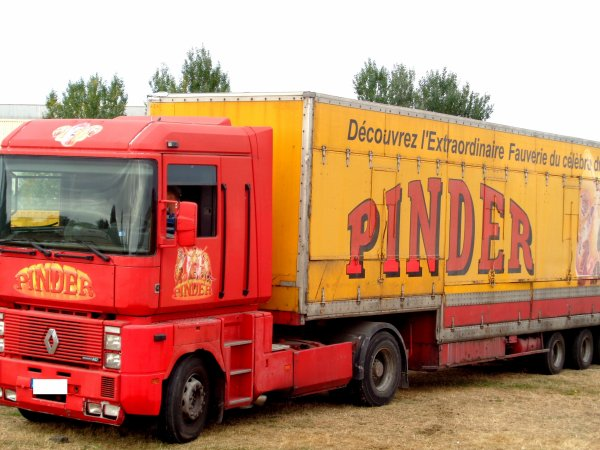 REPORTAGE SUR LE CIRQUE PINDER AUX SABLES D'OLONNE EN 2016... LES CONVOIS (1)