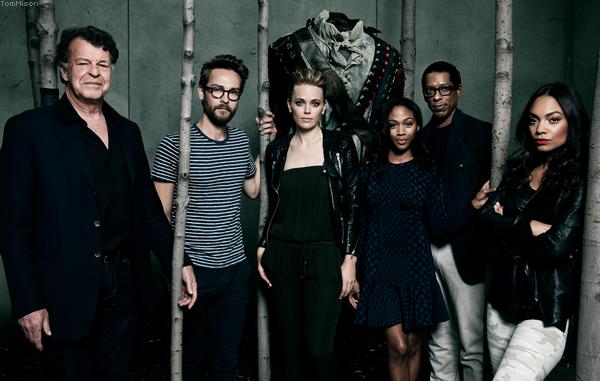• • • Tom Mison et le reste du cast de Sleepy Hollow posent pour la campagne promo de FOX • • • 28 Novembre 2014