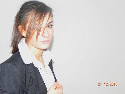 Ecoute je suis loin d'être la Premièère et je Serais certainement Pas la Dernièère A te dire que Malgré Tout je T'aime Bien Plus Que Tout, Tous C'est Moment si Drole A T'es Coter,Les Journées Passées a Délirer,les Textos Echangés Sache Que tout sa Est Gravé Dans Mon coeur.Ne tinquièète Pas je Ne partirais Pas ou En tout cas Pas cette Année Je te Le Promet !  Sur se Chouuuxaa', Ton Poupouuu' des Etoiles !  By Margot  PesOa (L)
