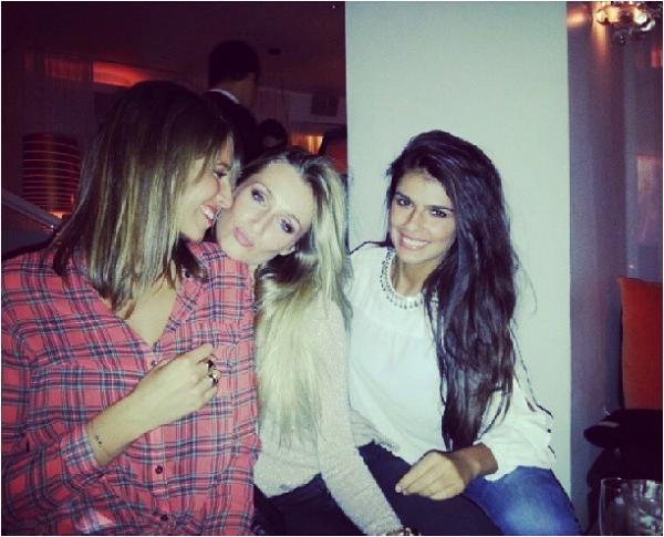 2013/09/18: Laury en soirée avec Charlotte Mint et Estelle Sabathier