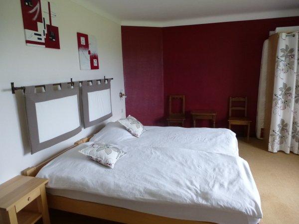 la chambre bordeau 3 lits au premier etage le ptit laverne. Black Bedroom Furniture Sets. Home Design Ideas