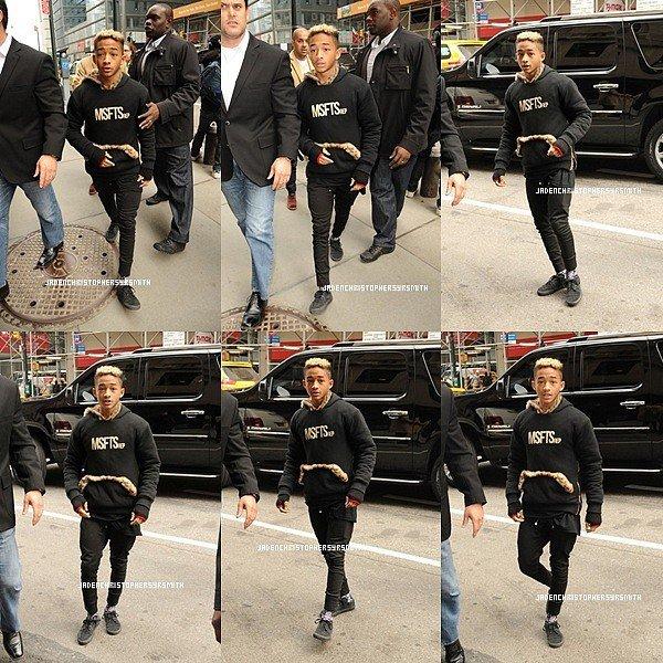 . ♦ 26 Février 2013 ~ Jaden Smith en compagnie de sa mère, sa soeur et moises ont été aperçus sortant surement de leurs hôtel ou surement d'un magasin. . ♦ 25 Février 2013 ~ Jaden Smith a été aperçus a New York, pour faire son nouveau videoshoot du clip ''Hello'' en compagnie de sa soeur, et moises ainsi que sa mère. .