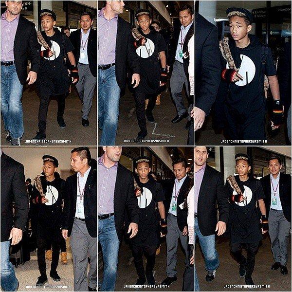 . ♦ 10 Mars 2013 ~ Jaden Smith a été aperçus sortant de l'aeroport de LAX à Los Angeles pour rentrer chez lui, comme vous pouvez le constaté Jaden à quitter Londres il est rentré en compagnie de son demi - frère Trey Smith. (+) des photos lors de son séjour à Londres. .