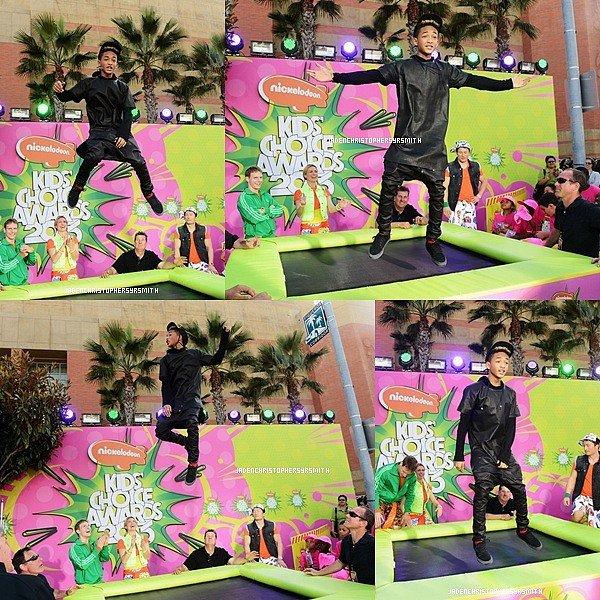. ♦ 23 Mars 2013 ~ Jaden Smith était présent pour la 26ème édition des Kids Choice Awards 2013, il a également posé sur le red carpet ainsi qu'avec Miranda Cosgrove,Selena Gomez et bien d'autres ... La cérémonie a eu lieu au USC Galen Center à Los Angeles.  .