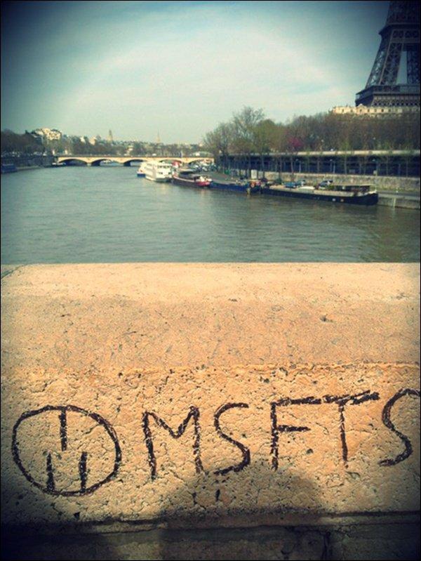 . ♦ 21 Avril 2013 ~ Jaden Smith était avec son père apparement à PARIS (?!) pour répondre a une interview au quotidien métro.TOP OU FLOP ?   .