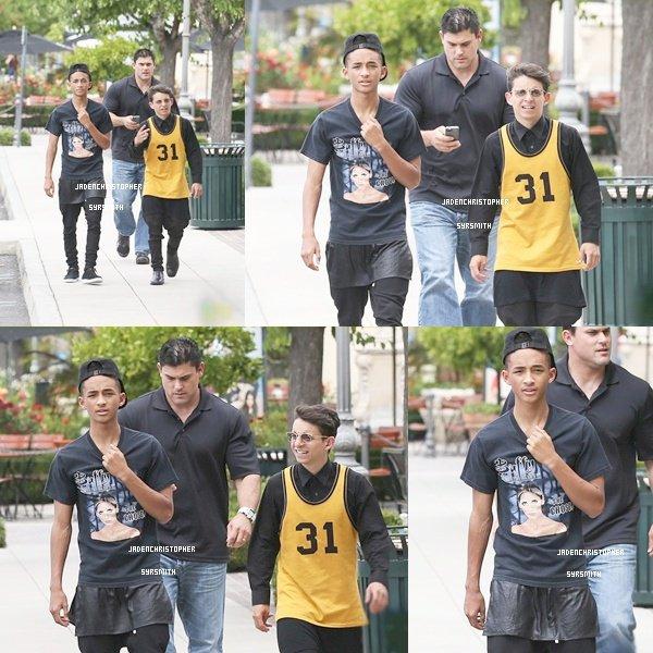 . ♦ 11 Juin 2013 ~ Jaden a été aperçus marchant dans les rues de Calabasas en compagnie de son fidèle ami Moises Arias. Jaden portant un haut ''buffy contre les vampires'' .TOP OU FLOP ?   .