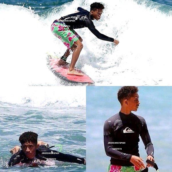 . ♦ 17/ 06/ 13 : Jaden ainsi que toute sa famille sont actuellement à Hawaii, ils ont étaient photographiés entrain de surfer sur les plages d'Hawaii. + Jaden et son demi frère Trey ont étaient aperçus arrivant à Los Angeles. .