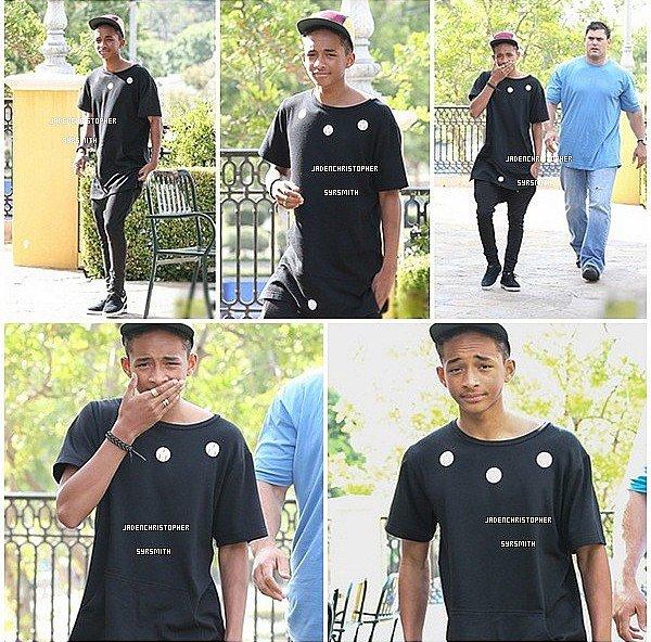 . ♦ 23/ 06/ 13 : Jaden Smith a été aperçus dans les rues de Calabasas sortant d'un restaurant le midi en compagnie de son garde du corps surement. .