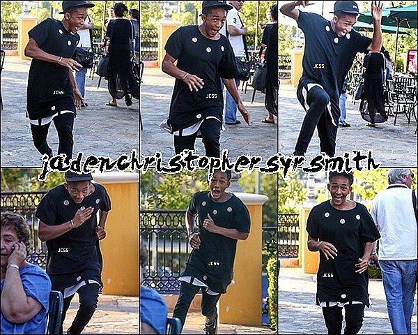 .  29/ 07/ 13 : Jaden Smith a été aperçus sortant du restaurant Sugarfish Sushis dans les rues de Calabasas à Los Angeles. .