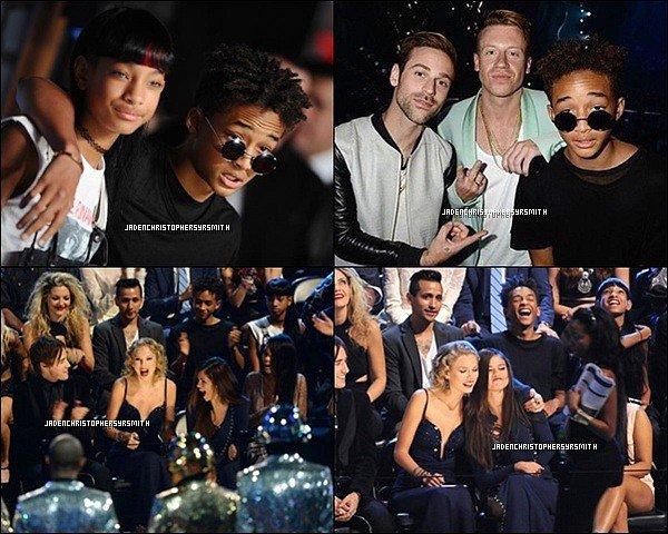 .  25/ 08/ 13 : Jaden Smith ainsi que toute la famille Smith se sont rendu à la cérémonie des MTV VMA 2013. Les deux enfants Smith ont également posés sur le red carpet. (+) d'autres photos durant la cérémonie. .