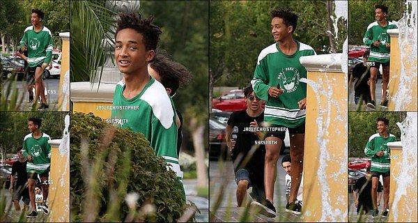 .  07/ 09/ 13 : Jaden Smith s'est surement rendu dans un lieu public et quelques fans ont eu la chance de le rencontré et prendre des photos avec lui. .