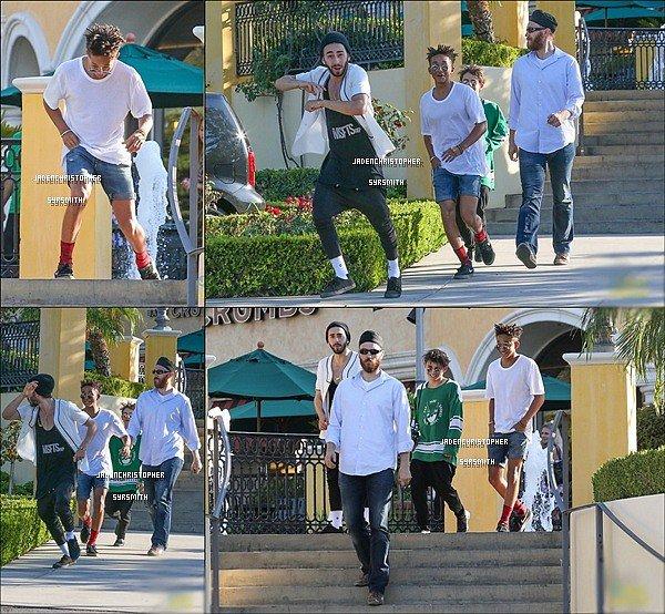 .  19/ 09/ 13 : Jaden Smith et Kylie Jenner était surement de sortie pendant la soirée, et en ont profité pour prendre des photos avec quelques fans. .