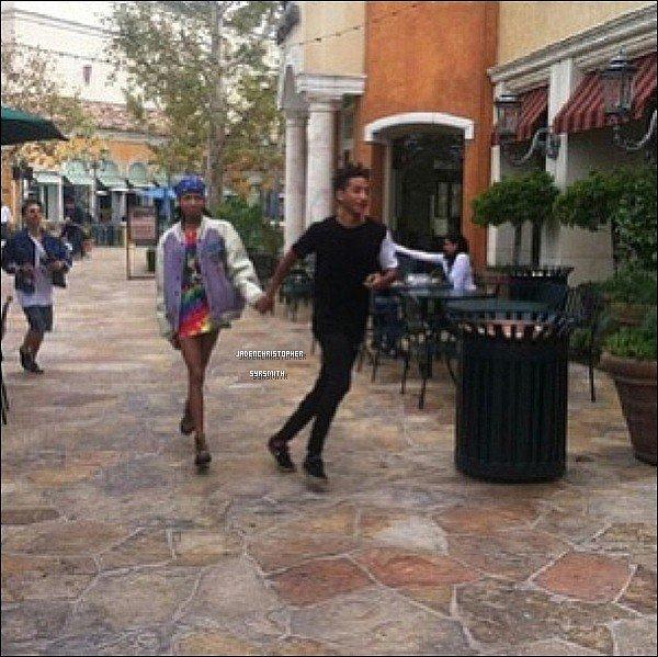 .   14/ 10/ 13 : Jaden Smith a été aperçus avec sa bande d'amis Moises et Mateo Arias ainsi que Willow sa soeur au Urth Caffe durant l'après midi, pendant que Kylie Jenner et sa mère allaient au Sugarfish. Jaden qui prête son haut a Willow, et Willow son gilet a Jaden, je trouve sa trop mignon haha. Et vous ?.