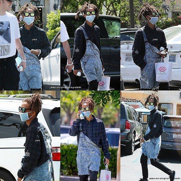 .  ||28 & 29.04.16 || Quelques photos personnels de Jaden ont étaient dévoilées avec Moises, Elisabeth Woods (sa cousine), Big Sean et un fan. De plus, Jaden a été aperçu se rendant au 21e anniversaire de son amie Gigi Hadid. .
