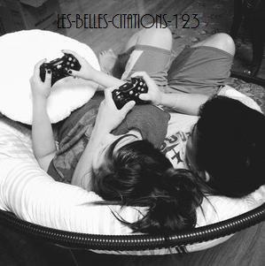 Le couple parfait c'est celui qui se parle comme des meilleurs amis, se dispute comme mari et femme, joue comme des enfants et se protège comme frère et s½ur.
