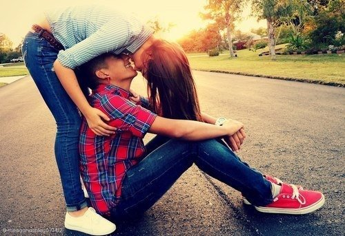 Ne sois pas amoureux de la personne la plus belle du monde. Soit amoureux de la personne qui rend ton monde plus beau