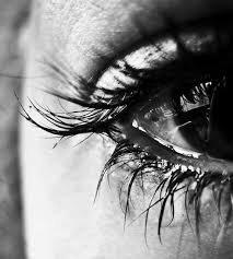 Il y a des larmes qui ne coulent pas de nos yeux, parce qu'elles deviennent des cicatrices dans nos c½urs..
