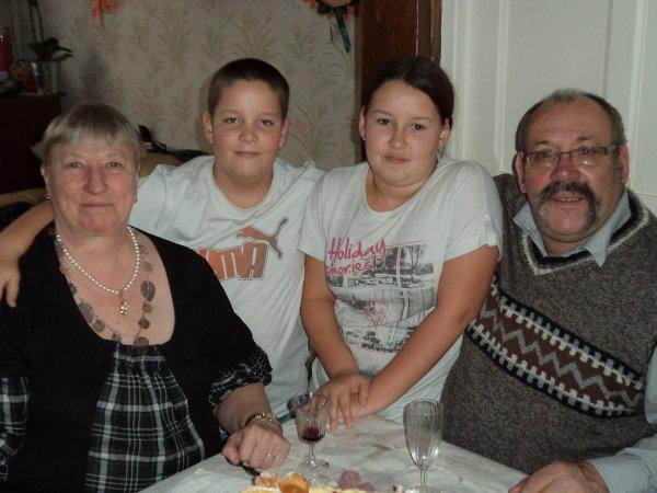 ma belle mere et mon beau pere et mes deux enfants