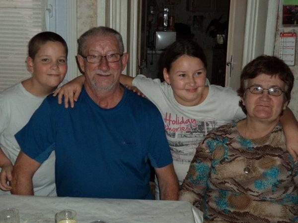 mes parents avec mes deux enfants