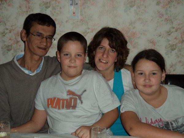 ma  petite soeur et mon beau frere et mes deux enfants