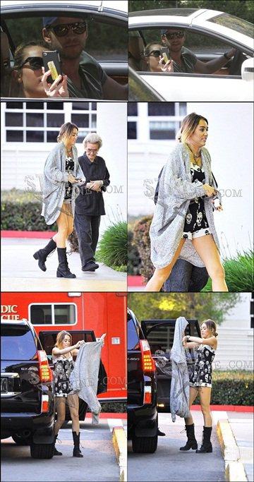 . [18/04/2012] Hier Miley a été photographié en compagnie de Liam, photographiant elle même quelque chose, mais on se sait pas quoi ! . [18/04/2012] Hier, après s'être rendu au Pilates et fais un jogging avec son chien, c'est aux urgences de Los Angeles que l'on retrouve notre belle Miley ! Accompagnée de Liam, de sa maman et de sa grand-mère..  Elle s'est en fait coupé le doigt en cuisinant, elle a eu droit à quelques points de sutures mais TOUT VAS BIEN.  .