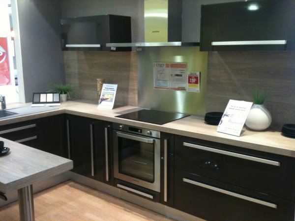 plan de travail hygena affordable cuisine shaker meuble chne et plan de travail fonc with plan. Black Bedroom Furniture Sets. Home Design Ideas
