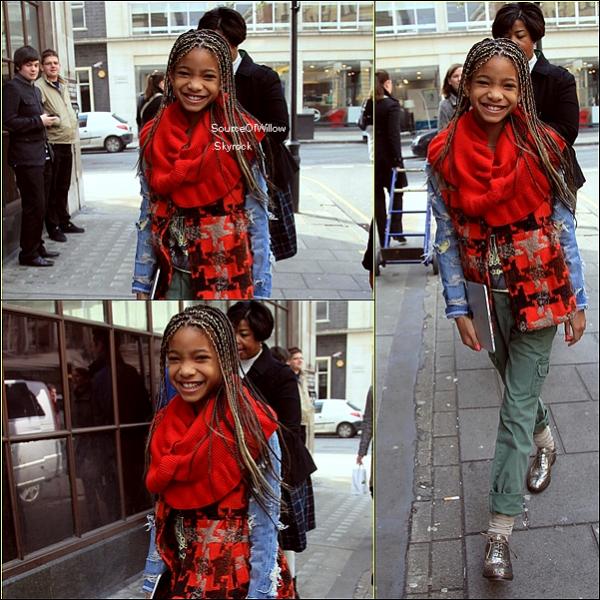 .. 03/03 : Willow Smith dans les rues de Londres en route pour BBC Radio , qu'en pense-tu ? En exclusivité le teaser de 21st Century Girl sur la page Facebook Officielle de Willow ..