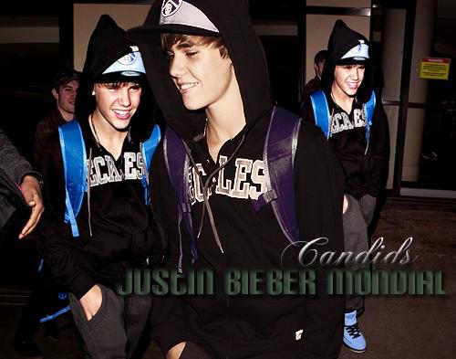 Candids (+) Justin fait de la pub *o*