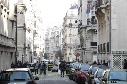 Trois hommes recherchés après un attentat à Paris