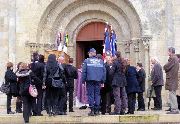 Obsèques de  L'Adjudant-chef James LAVIGNE célébrées mardi 6 décembre 2011