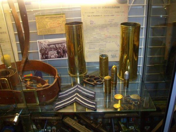 vitrine militaire thème 1914/1918 et 1939/1945