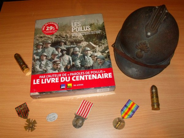 """Livre   """"Les poilus    Lettres et témoignages des Français dans la grande Guerre (1914/1918)"""""""