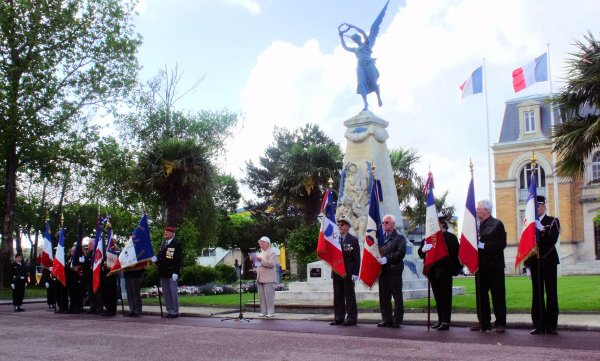 Journée Nationale du Souvenir Des Victimes et des Héros de la Déportation Gujan Mestras (2eme partie)