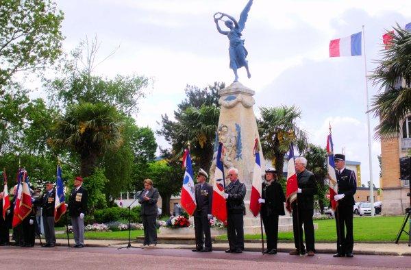 Journée Nationale du Souvenir Des Victimes et des Héros de la Déportation Gujan Mestras (4 eme partie)