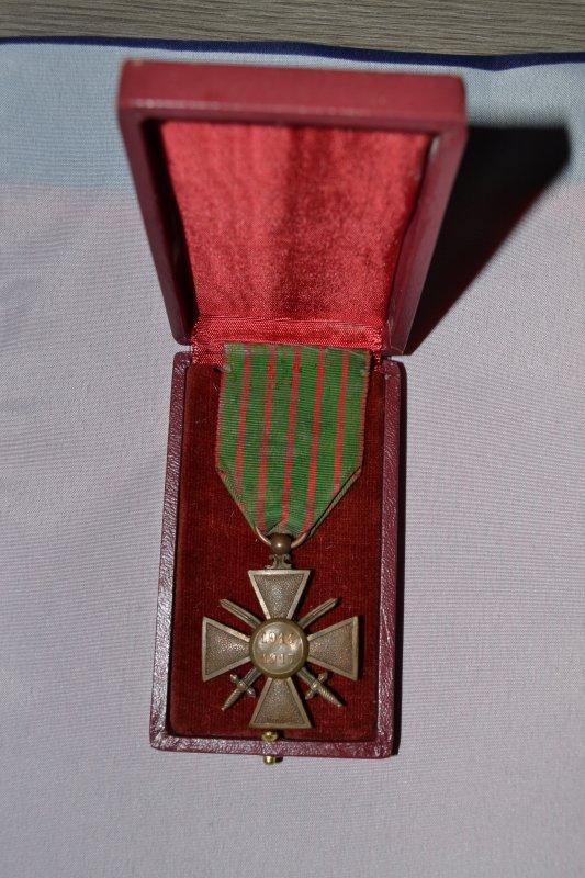 croix de guerre 1914/1917 avec étoile de bronze dans sa boite