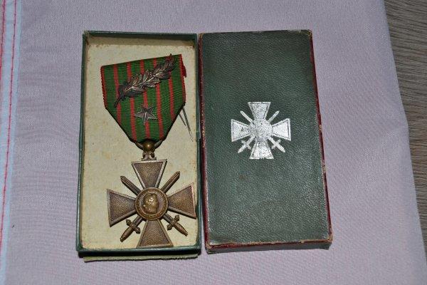 croix de guerre 1914/1916 avec palme et étoile de bronze dans sa boite
