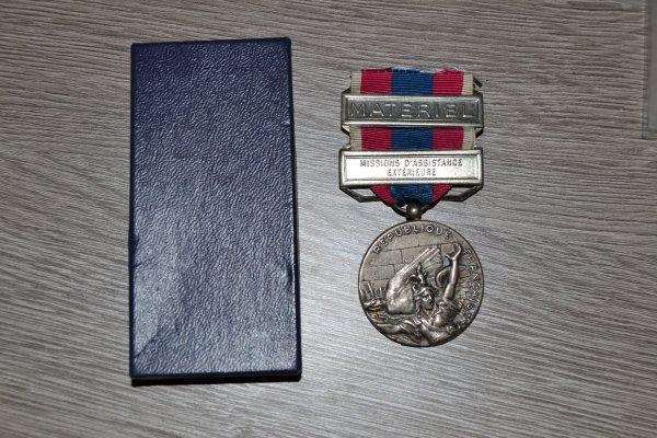 Médaille de la Défense Nationale d'Argent avec agrafes MATERIEL  Missions d'assistance Extérieure