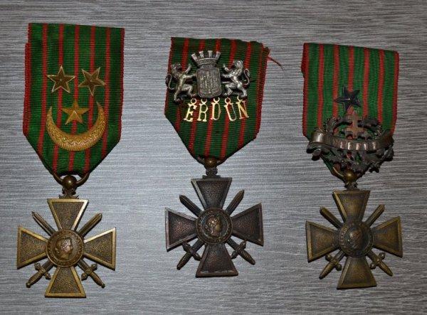 Croix de guerre 1916 et 1918 avec broches de VERDUN et Croix de guerre 1917 d'un ZOUAVE