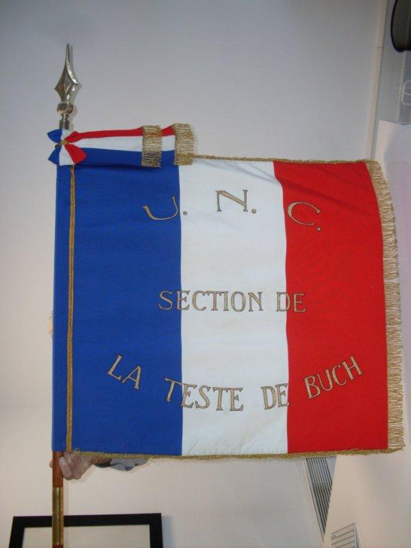 drapeau de l 39 union nationale des combattants de la teste de buch le marsouin du teich. Black Bedroom Furniture Sets. Home Design Ideas