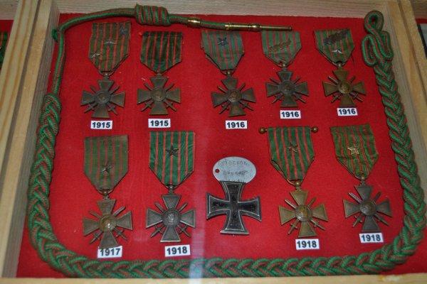 """croix de guerre avec broche """"croix de lorraine"""" et plaque d'identité 1ere guerre mondiale"""