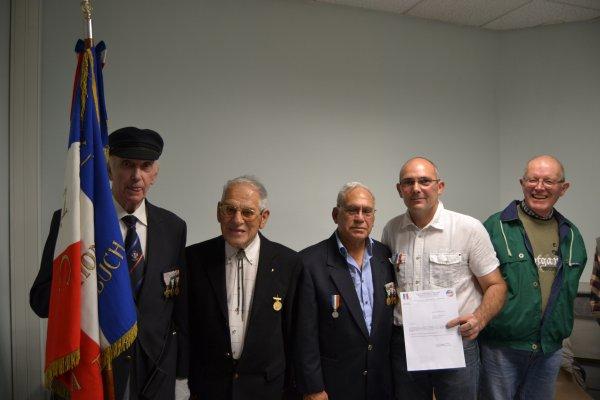 """Remise Médaille de l'U.N.C """"Mérite Bronze"""""""