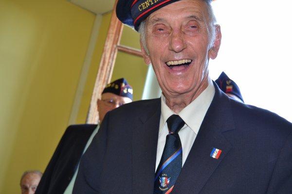 William ROSSI,porte drapeau UNC de la Teste de Buch