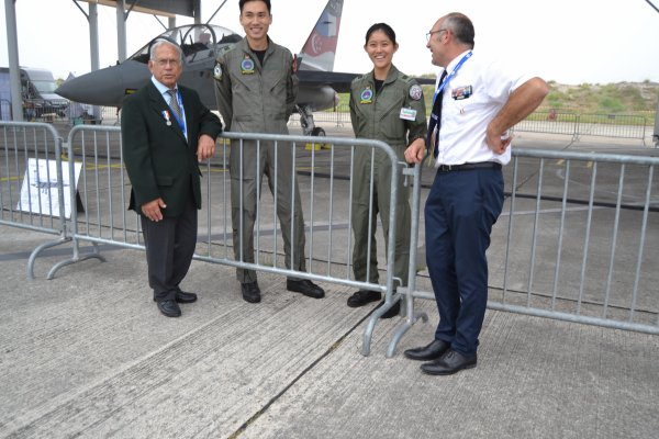 meeting aérien de la BA120 ,pilotes Singapouriens.