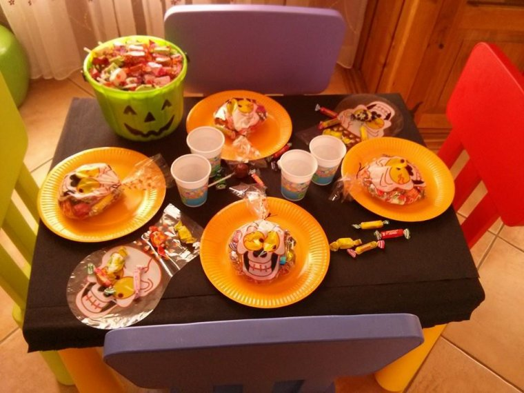 ma table pour faire le gouter d 39 halloween sand assmat. Black Bedroom Furniture Sets. Home Design Ideas