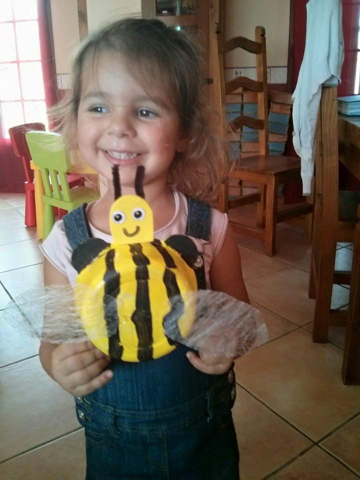 Soanne 3 ans a réalisé une belle petite abeille.